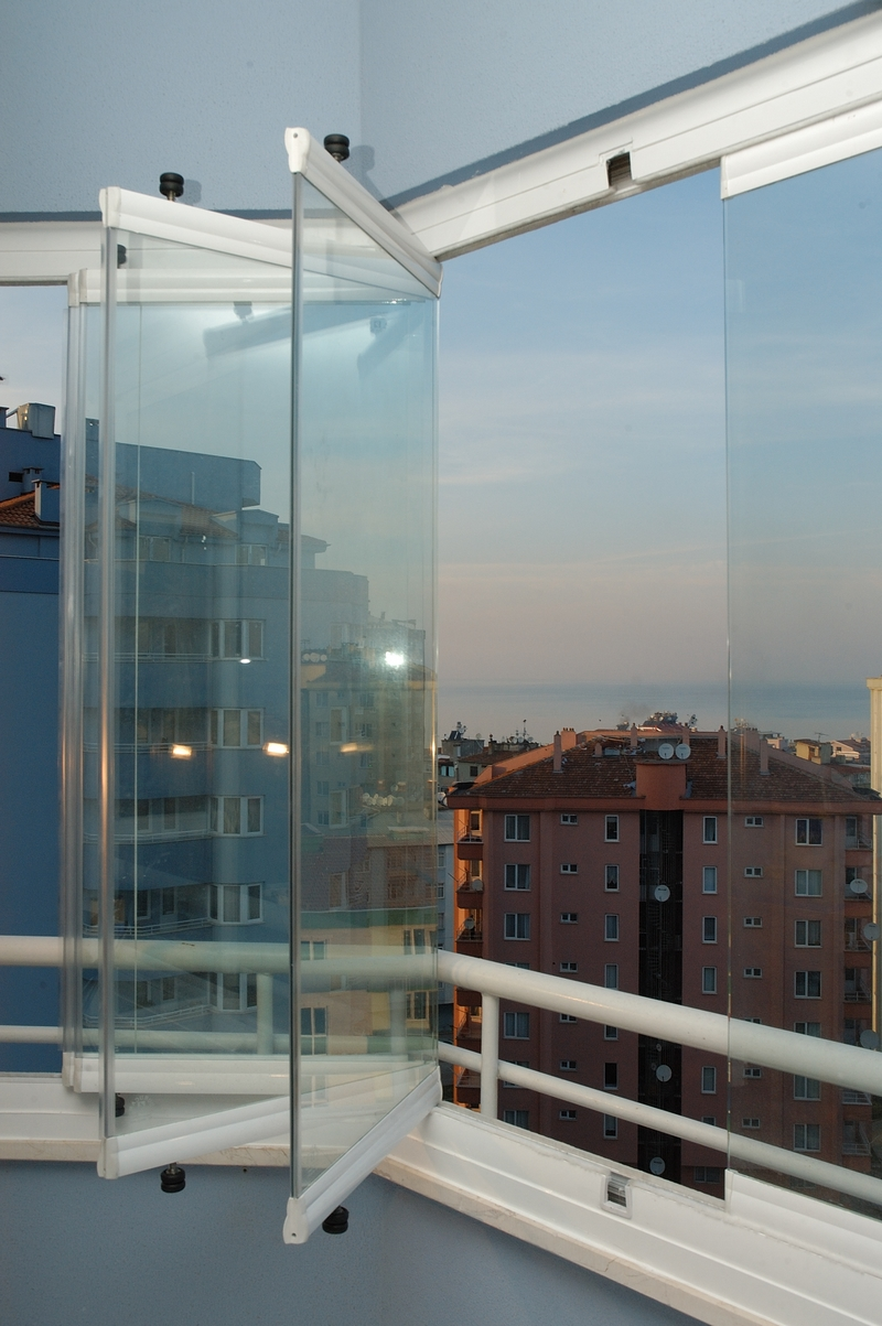 Sliding and folding glass walls for Collapsible glass wall